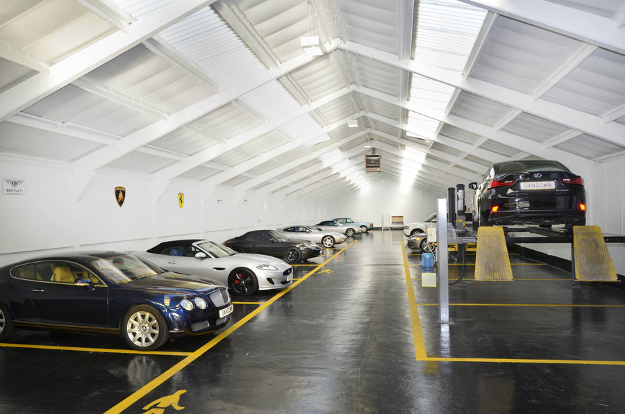Mercedes benz accident repair service centre services for Mercedes benz service centre